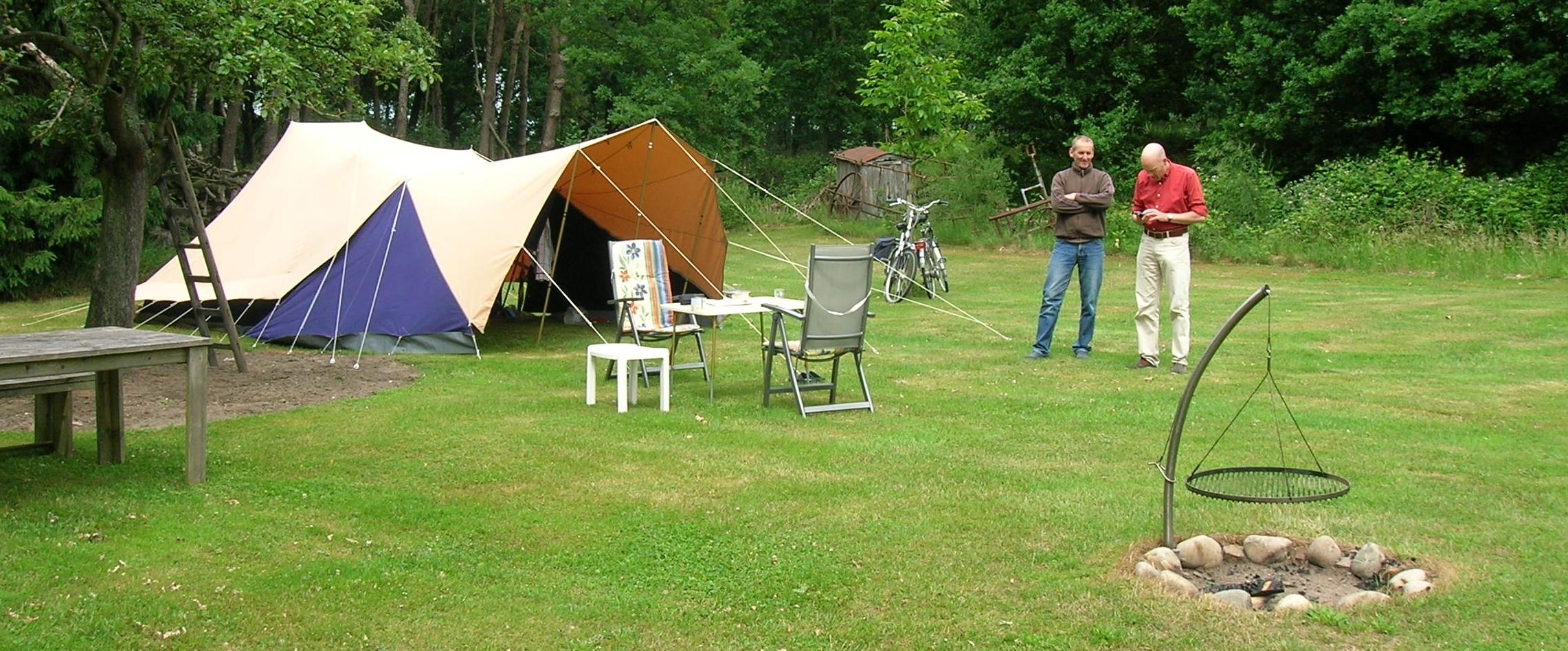 aankomst-op-camping-de-tent-staat-e1456391495182